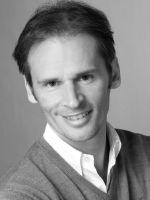 Marc Fahrig, geboren am 4. November 1973 in Mönchengladbach. Der studierte Diplom-Betriebswirt(BA) hat seine beruflichen Wurzeln in der Textilbranche, der er aber nach dem Studium den Rücken zukehrte. Vor rund 15 Jahren begann er seine Karriere in der DIY-Branche, wo er heute in der Funktion eines Directors für den Marktführer der Branche tätig ist. Zudem ist er als Mentor für Jugendliche und als Coach für Start-Up-Unternehmen aktiv.