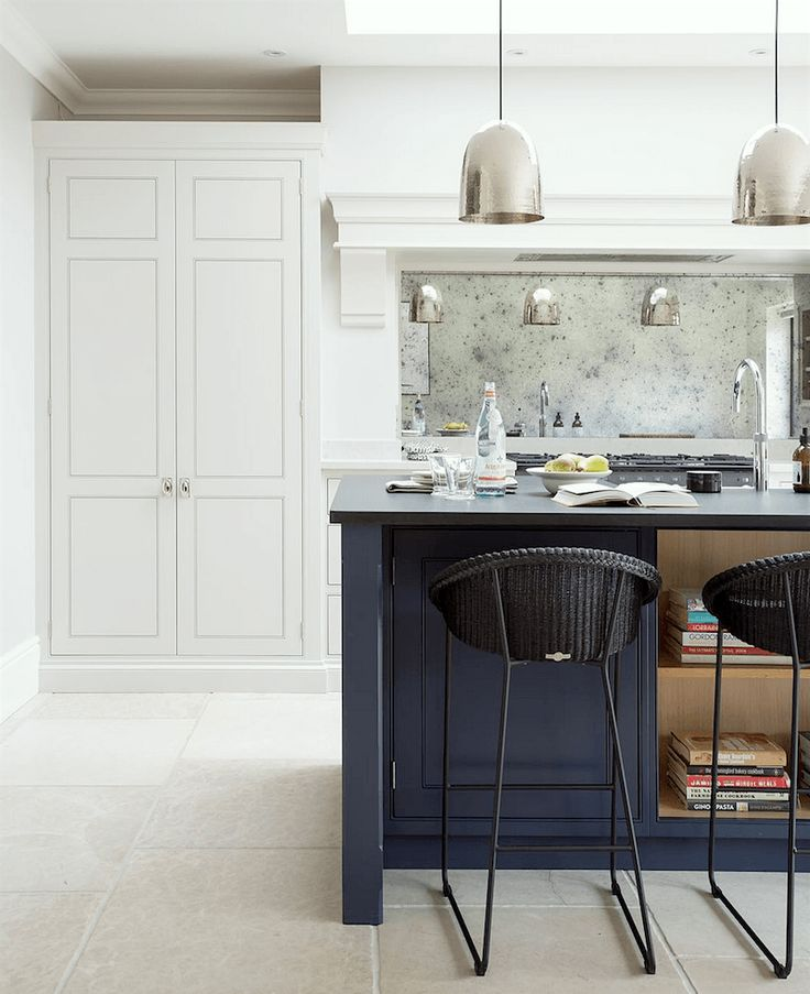 Humphrey Munson Kitchens 12 Farrow and Ball Kitchen Cabinet Colors - For the perfect English Kitchen - Railings on the island