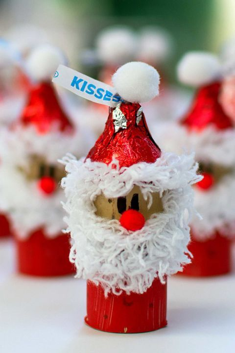 Kiss-Mas Santa and Elves: Make your own little Christmas helpers with a wine cork, dressed in paint and yarn, and Hershey's kisses. Find more easy and cool DIY kids Christmas craft ideas that can decorate your home this Christmas here.