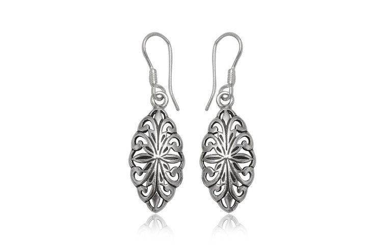 Cercei din argint 92.5% cu model floral, potriviti pentru tinutele office, casual, de zi cu zi. http://www.lafemmecoquette.ro/cercei-din-argint-cu-elemente-florale/