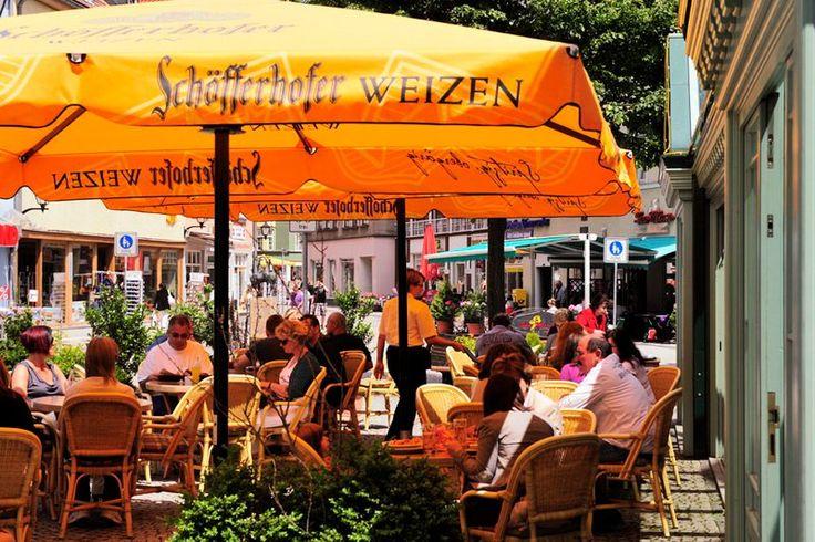 Auf der Terrasse des Lindenhof Ilmenau könnt ihr nicht nur beste thüringisch regionale und internationale Küche, sondern auch einen Panoramablick auf das städtische Leben Ilmenaus genießen! www.lokalfinder-thueringen.de/lokal/hotel-lindenhof-ilmenau