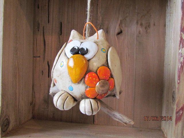 Keramik Eule mit Blume... sitzt auf einem Ast von Keramania auf DaWanda.com