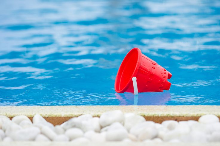 How to use a bucket to find a pool leak! We service pools in Orlando and surrounding Central Florida cities.