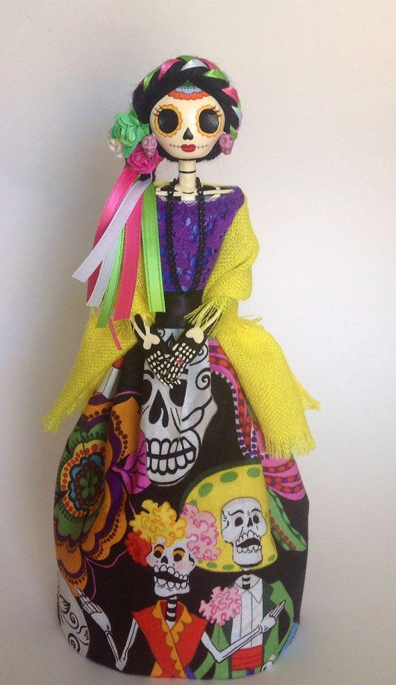 Day of the dead Catrina Doll. Paper Mache Catrina. por LaCasaRoja
