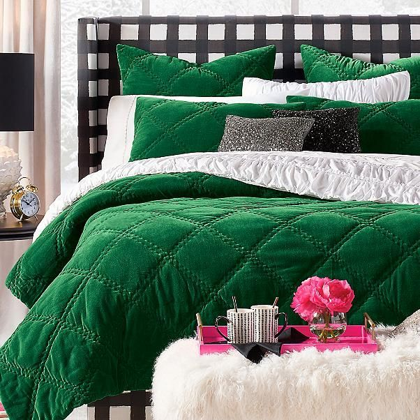 11 Gorgeous Quilts So Cozy You Ll Never Want To Get Out Of Bed Bedroom Green Bedroom Diy Bedroom Design