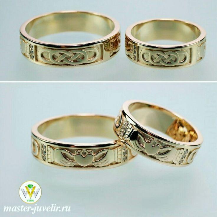 Обручальные кладдахские кольца. Сердце символизирует любовь, руки - дружбу, корона - верность. Артикул 1026-2, желтое золото 585 пробы, фианиты. Ширина колец 6 мм, вес 15,14 гр/пара.