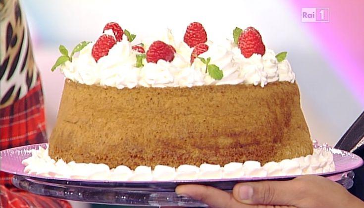 La ricetta della chiffon cake al cocco di Ambra Romani del 3 novembre 2014 - Dolci dopo il tiggì