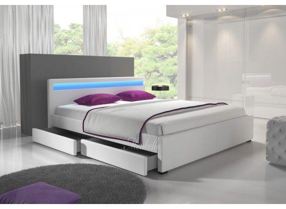 Door het strakke design van bed Alexander is dit model voor bijna elke slaapkamer geschikt. In het hoofdbord zit LED-verlichting verwerkt. In de zijkanten bevinden zich twee opberglades. Deze zijn te gebruiken door deze in- en uit te schuiven. Handig voor het opbergen van kussens, beddengoed of speelgoed. Afmeting 140x200. https://www.meubella.nl/slaapkamer/bedden/tweepersoonsbedden/bed-alexander-wit-140x200.html