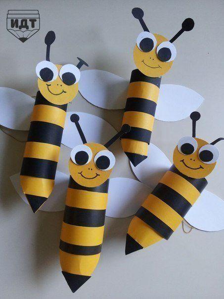 Картонные втулки из-под бумажных полотенец или туалетной бумаги. Ну не выбрасывать же) Тем более, что это отличный повод смастерить забавную поделку. Что нравится больше? Полосатые пчелки или ушастые зайчики? А может быть вы готовы создать целый поезд?