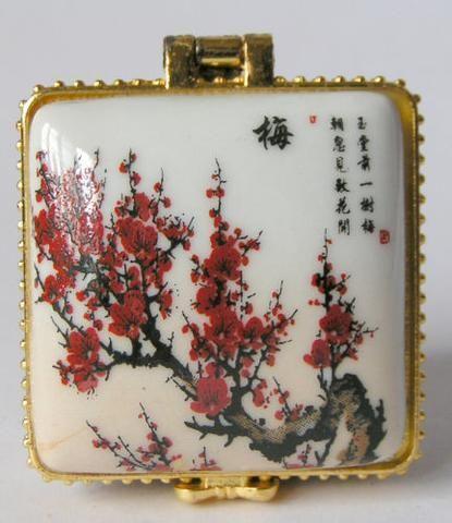 WONDERFUL @@ Chinese porcelain city - Porcelain Jewelry box painted Plum flowers