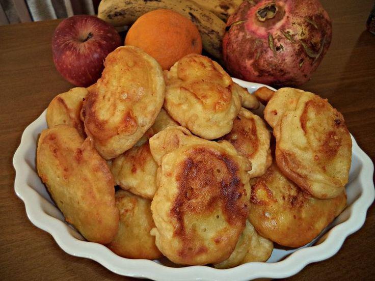Συνταγή για τηγανίτες με τυρί Από τη Σοφη Τσιωπου.Η τέλεια ιδέα για βραδινό στα παιδάκια μας!!! Η για πρωινό!μονο με 4 υλικά αλεύρι για όλες τις χρήσεις ρίχνεται σιγα σιγα με το μάτι ,1 αυγό, λίγο νεράκι μια πρέζα αλάτι τυρί φέτα μπόλικη σε ένα μπολ χτυπάμε το αυγο. βάζουμε ενα περίπου ποτήρι αλεύρι,προσθέτουμε …