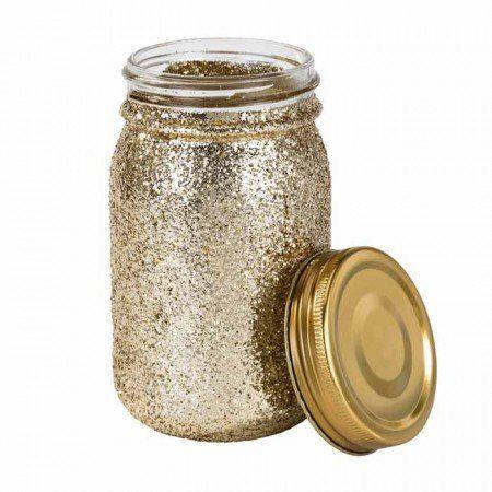 Een mooie glazen weckpot met glitters! Feestelijker kan niet!<br /> Mooi voor op de tafel met bijvoorbeeld bloemen of mooie papieren rietjes.<br /> <br /> Incl. deksel <br /> Afmeting: 13 x 7 cm