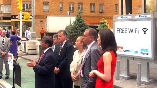 Las cabinas telefónicas se reconvierten en puntos de conexión WiFi gratuita en Nueva York  http://www.xatakamovil.com/p/36575