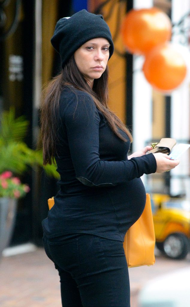 Jennifer looking very pregnant! | Celebrity News Latest GossipCelebrity News Latest Gossip