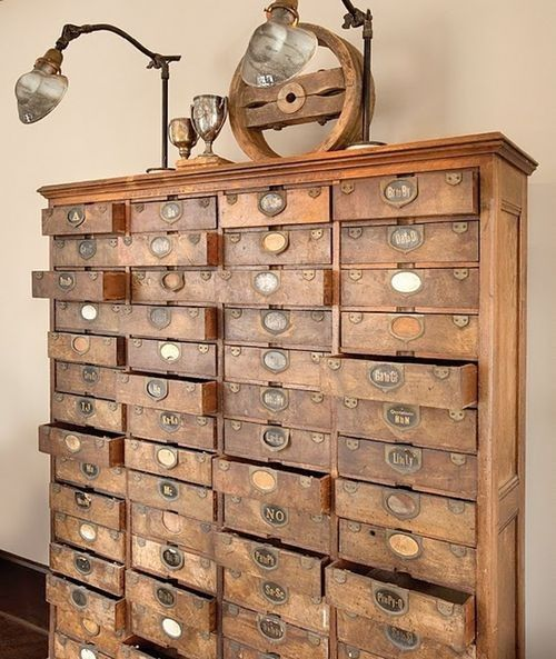 Organizador antiguo para cartas. Maravillosos como guarda mil cositas!