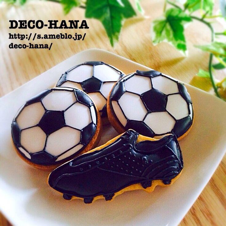 さとみ's dish photo サッカーボールとスパイクのアイシングクッキー http://snapdish.co #SnapDish #クッキー #パーティー #おやつ