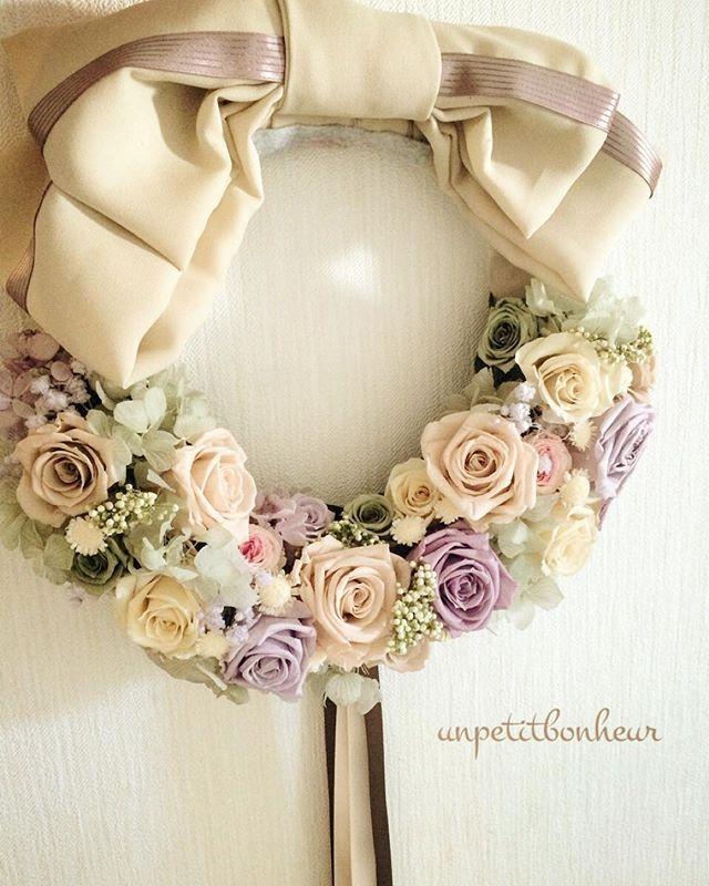 wreathe bouquet big リボンのリースブーケは とても人気者です オーダーありがとうございました。 #anniversaryphoto #weddingphoto #weddingflower #bouquet#wreathe #preservedflower #flowerarrangement #ordermade #unpetitbonheur #アニバーサリーフォト #ウェディングフォト #ウェディングフラワー #ブーケ#リースブーケ #オーダーメイド #プリザーブドフラワー #フラワーアレンジメント #沖縄#宜野湾市#プチボヌール