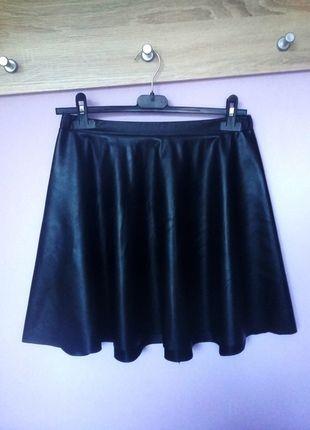 Kup mój przedmiot na #vintedpl http://www.vinted.pl/damska-odziez/spodnice/14006301-czarna-spodniczka-rozkloszowana-skorzana-38-40