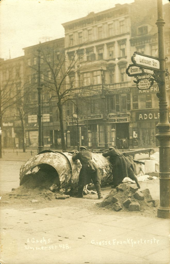 Barricade during theSpartacist uprising in Berlin in1919.