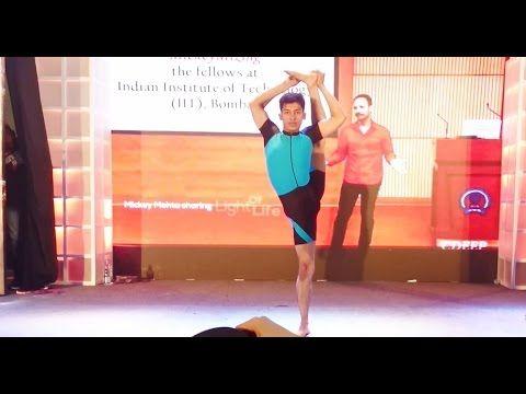 Flexible Guy Doing Yoga Promoting Mickey Mehta @ Bodypower Expo 2016 Mumbai India
