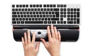 Rollermouse tankohiiri on ihan ehdoton työkalu, kun työskentelee paljon tietokoneella, jolloin pitää paljon hiirtä klikkailla. Rollermouse tankohiirtä käyttäessä hartiat ja hiirikäsi ei rasitu niin paljon kuin tavallisellä hiirellä, koska kättä ei tarvitse kurkotella sivulle ja rollermouse on mukavampi käyttää kuin tavallinen hiiri.