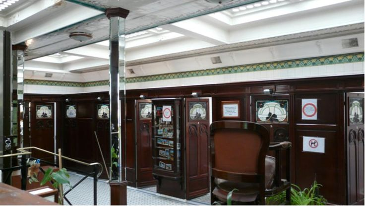 Les lavabos Art Nouveau de la Place de la Madeleine Paris 75008. Créés par la Maison Porcher en 1905. Malheureusement fermés depuis 2012, seront-ils restaurés ?