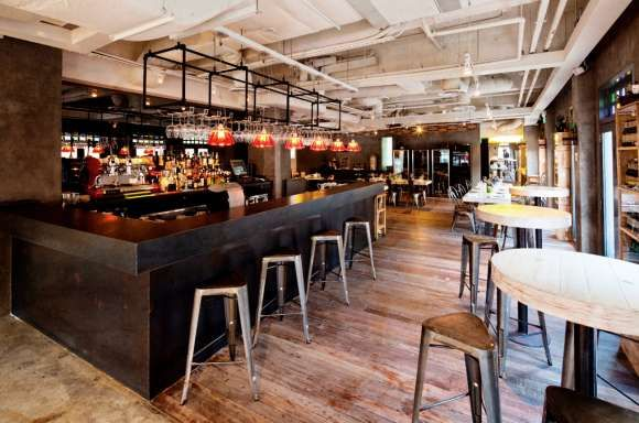 Rustic industrial restaurants fine dining restaurant for Barra bar vintage