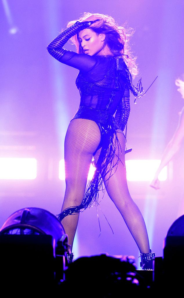 Beyoncé looks flawless as she takes her On the Run show to Paris!