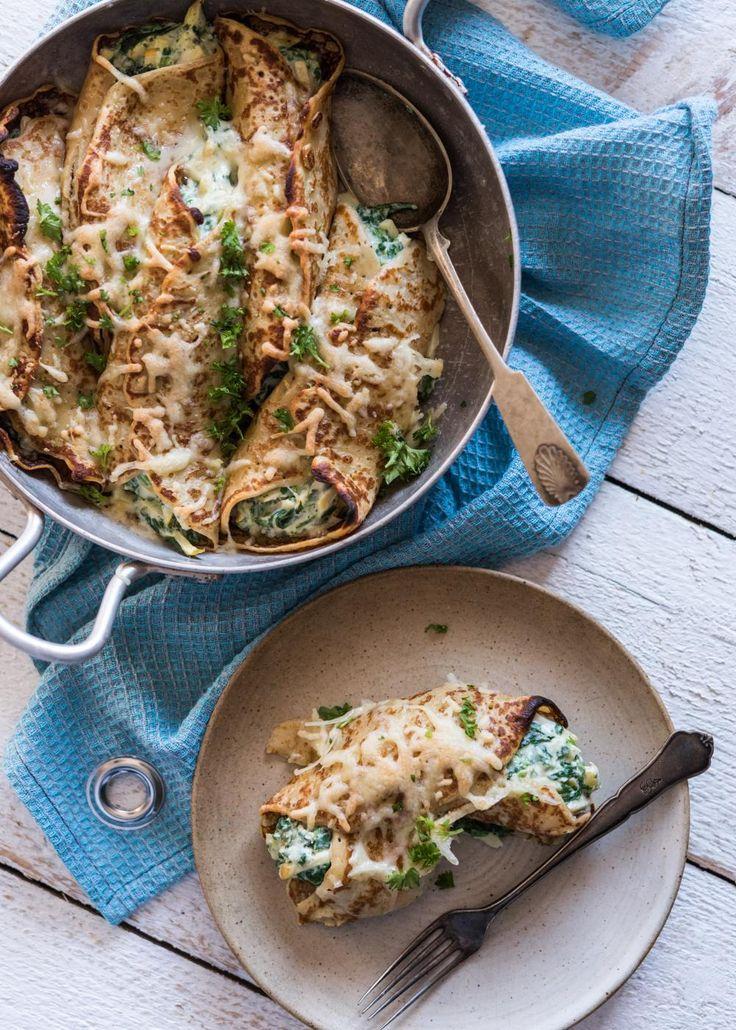 Pinaatilla ja ricottajuustolla täytetyt letut paistuvat uunissa meheviksi. Tarjoa täytettyjen lettujen kanssa salaattia.