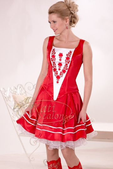 """Egy csodás menyecske ruha A gorgeous """"menyecske"""" dress"""