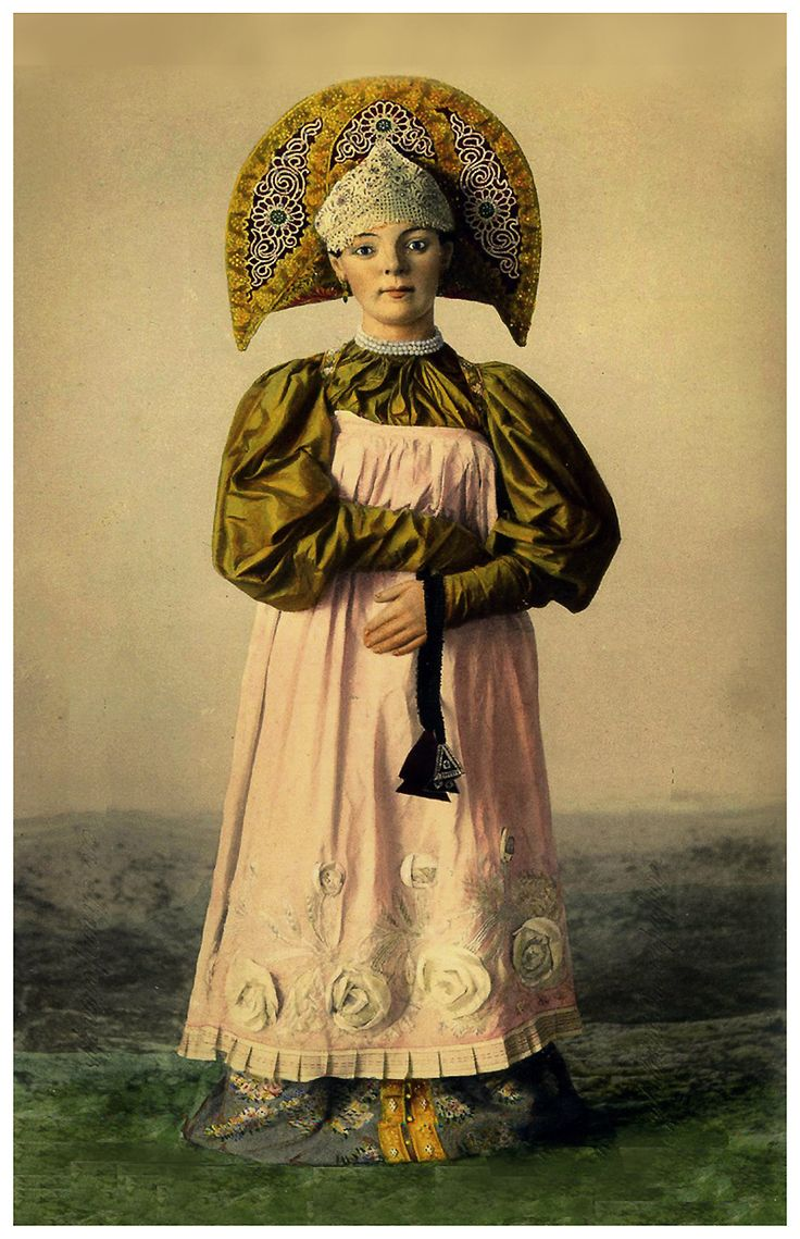 Костюм молодой женщины конца 18 в.-начала 19 в. Костромской губернии. Фото Т.Л.Митрейтера 1880г.Коллекция РЭМ.