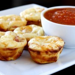Pepperoni PIzza Puffs - these bite size pizza puffs are perfect for your Superbowl party!