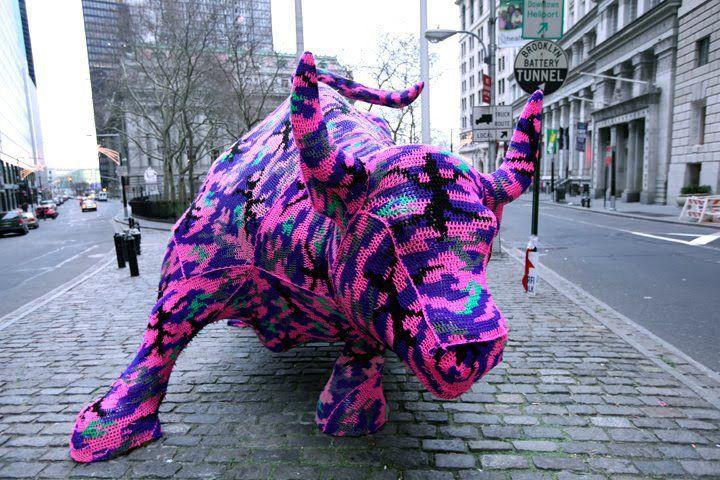 """The Charging Bull of Wall Street"",  by Olek -2010 http://restreet.altervista.org/guerrilla-knitting-la-street-art-delle-casalinghe/"