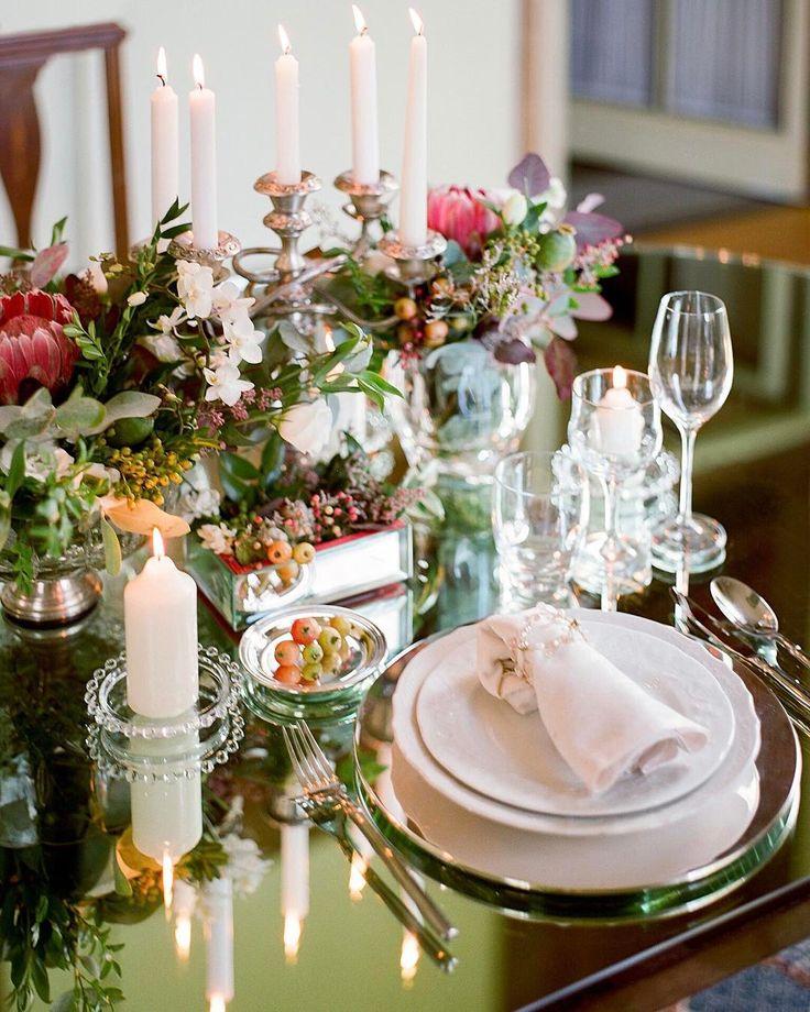 Ах винтаж! Любите ли вы этот стиль? Если да тогда вы должны знать все тонкости декорирования свадеб в стиле винтаж  ВИНТАЖНЫЙ ДЕКОР может быть очень разным по стилю: ярким пышным и элегантным или напротив лёгким нежным и трогательным. Для создания правильной атмосферы используйте все раритетные вещи которые найдёте: старые чемоданы и проигрыватели с грампластинками печатные машинки и фотоаппараты зеркала и чёрно-белые фотографии в витиеватых рамах старинные часы и телефонные аппараты…