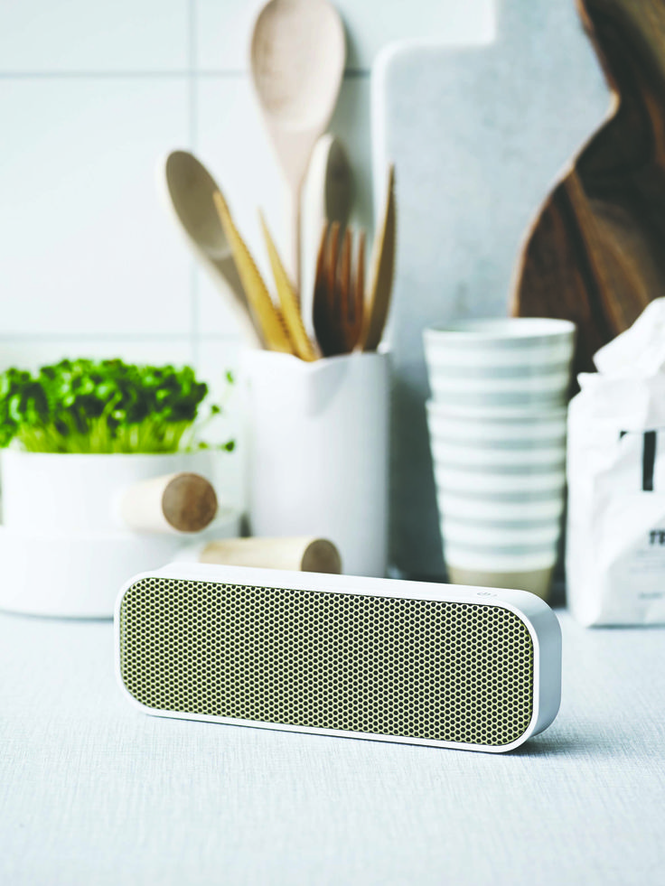 aGROOVE from KREAFUNK is a speaker with round edges, beautiful sound, and bold personality combined in one. aGROOVE in white is a compact and wireless, Bluetooth-speaker with a built-in battery that will make you dance all day long to cool tunes. See more colours on our website.