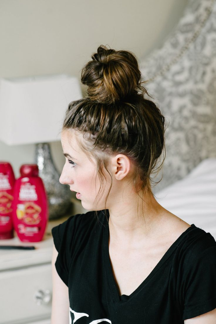 Top Knot Goals! A simple and quick hairstyle that is beautiful.