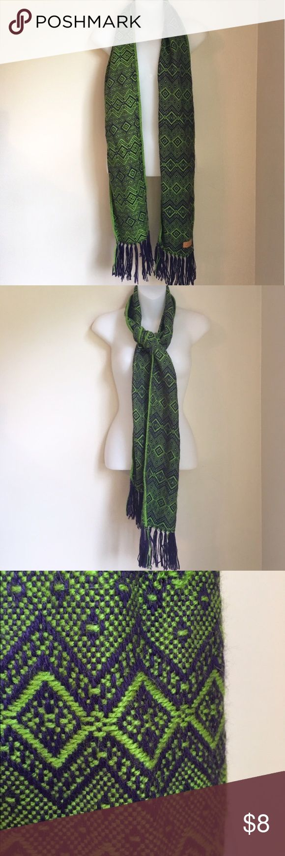 Alpaca Scarf💚 Cute knit scarf with fringe! In perfect condition. Alpaca Accessories Scarves & Wraps