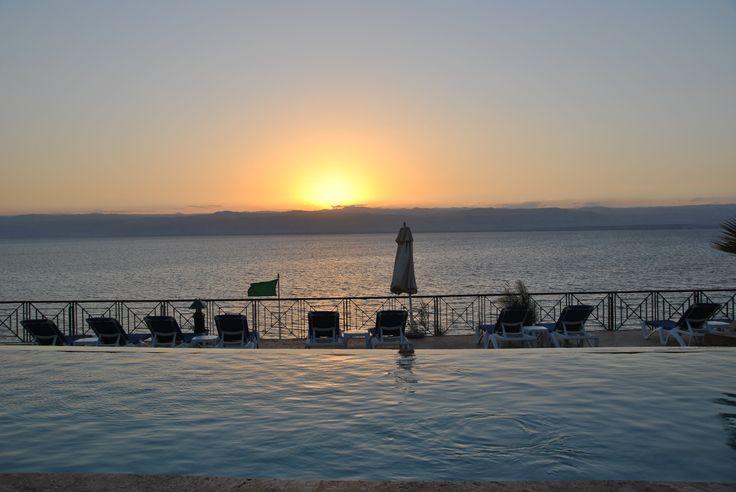 Come se la cavano i nostri blogger in #Giordania? Ve lo raccontiamo qui > http://bit.ly/1mafakI Segui il nostro blog #tour #VolagratisJN #jordan #travel #deadsea #marmorto