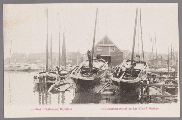 Marken scheepstimmermanswerf in de haven van Marken