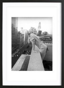 Marilyn Monroe in New York, 1955 - Vintage Photography Archive - Affiche encadrée - bois