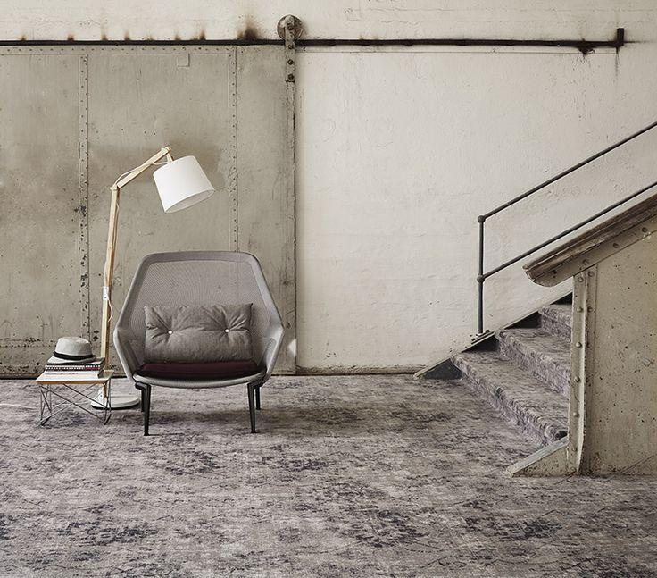 In een industrieel woonomgeving met veel beton, glas en staal brengt #Vintage #tapijt sfeer en comfort.