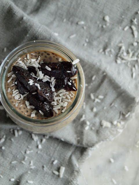 Kokosowa kawa z chia i suszona śliwka