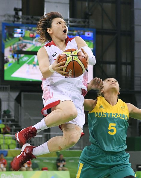 #RIO2016 Asami Yoshida of Japan drives past Australian point guard Leilani Mitchell for a shot during the first quarter of a women's basketball preliminary...