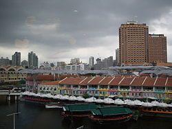 Tempat nongkrong hits di tepi sungai Singapura ini tidak boleh kita lewatkan. Akan menjadi senja yang manis dan mengesankan #SGTravelBuddy