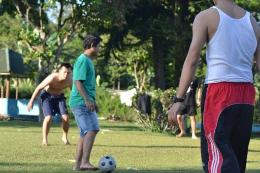 Lionel TeBe.. playing football