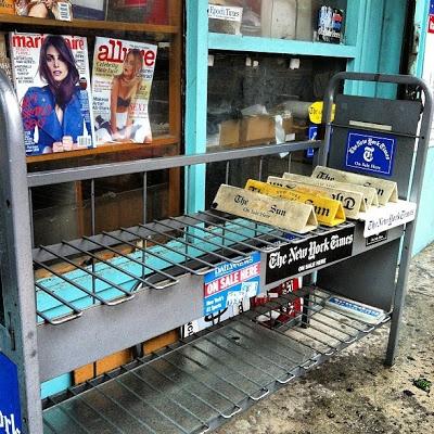 'Periodiquería' de NY sin la prensa diaria por el paso del huracán 'Sandy'. Foto de Eduardo Suárez