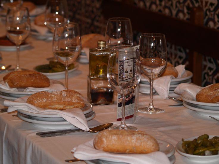 Nuestro servicio de mesa te espera. Ponte cómodo y disfruta!