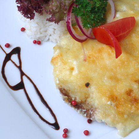 Egy finom Rakott sajtos hús II. ebédre vagy vacsorára? Rakott sajtos hús II. Receptek a Mindmegette.hu Recept gyűjteményében!
