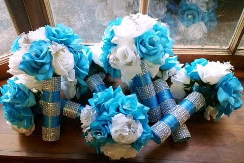 This listing includes 1 Beautiful Wedding Bouquet 1 Bride's 10in Round Bouquet with Beautiful Silk White roses, Malibu Blue Roses/Turquoise, Mini Silver roses, Wrapped in malibu Blue Satin Ribbon with