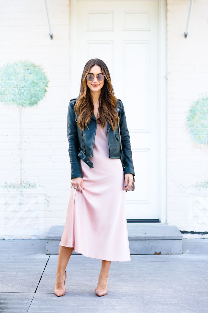 #OOTD: Carrie Bradshaw Lied Is a Dream in Pink Satin #RueNow